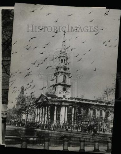1933 Press Photo Oliver Goldsmith Temple Churchyard - Historic Images