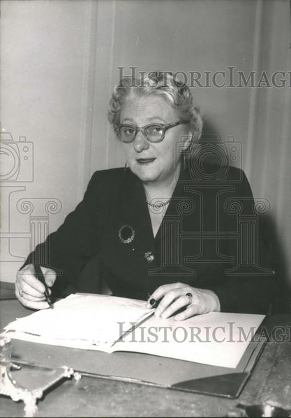 Press Photo Plenipotentiairy Minister of New Zealand in France,Miss Mckenzie - Historic Images