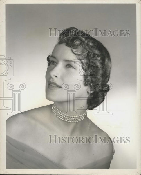 Press Photo Curly Bangs - Historic Images
