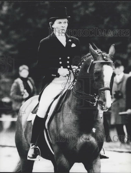 Press Photo The German Olympic Gold Winner Liselott Linsenhoff and her stud Asta - Historic Images