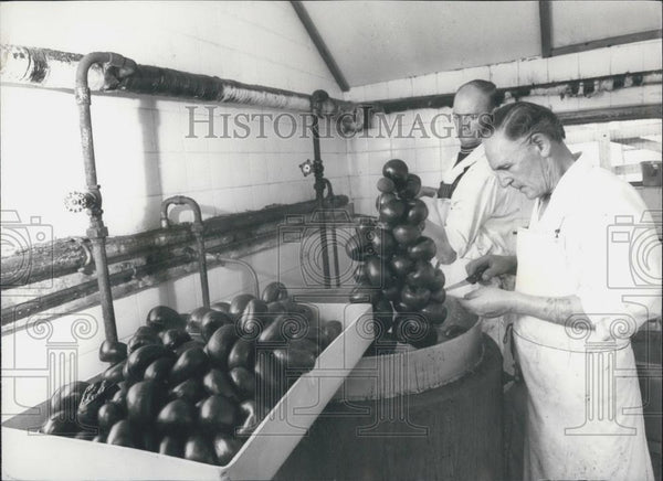 Press Photo Walter Markey Chef Makes Black Puddings For Competition - Historic Images