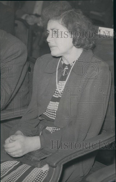 Press Photo Prozene Woman Seated Looking Worried - Historic Images