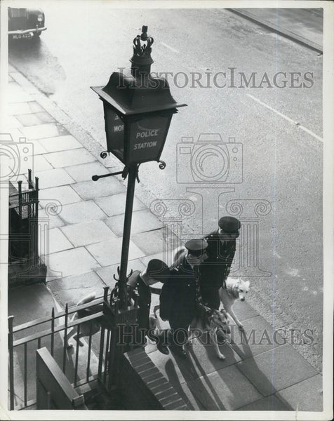 Press Photo London Police Station - Historic Images