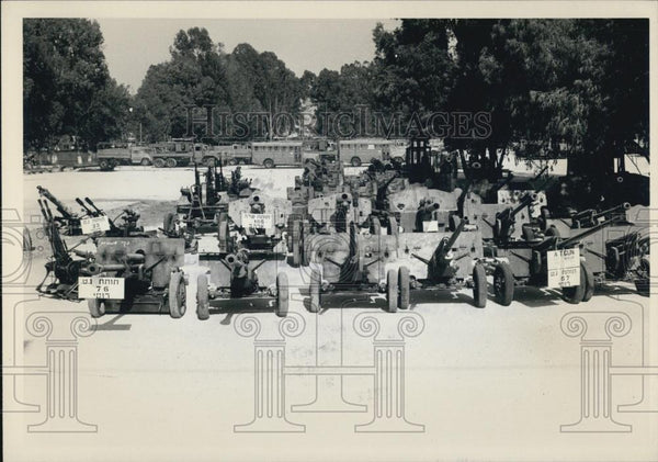 Press Photo Israel Showing Captured Russian and Chinese Weapons - Historic Images