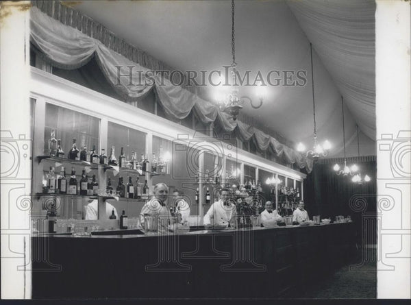 Press Photo The wines and spirits bar in the Crush Bar - Historic Images