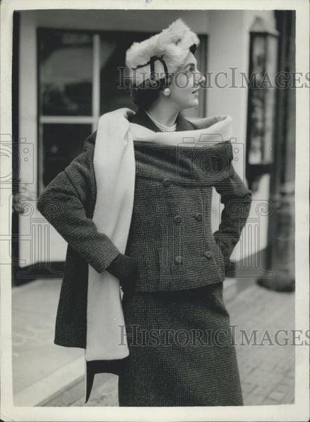 Press Photo Dorothy Leweidon Wears New Winter Style By Matita - Historic Images