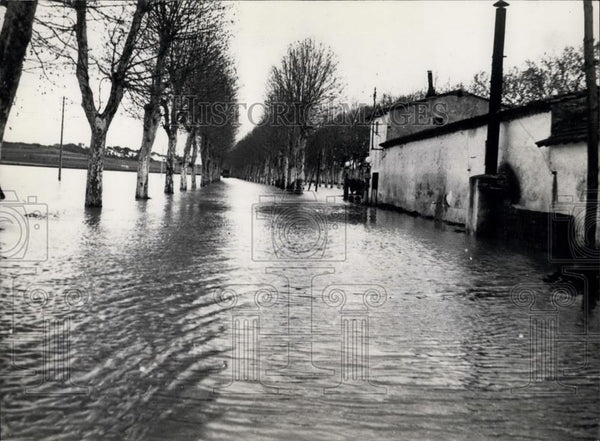 1953 Press Photo Highway Near Beziers France Flooded River Tarn - Historic Images