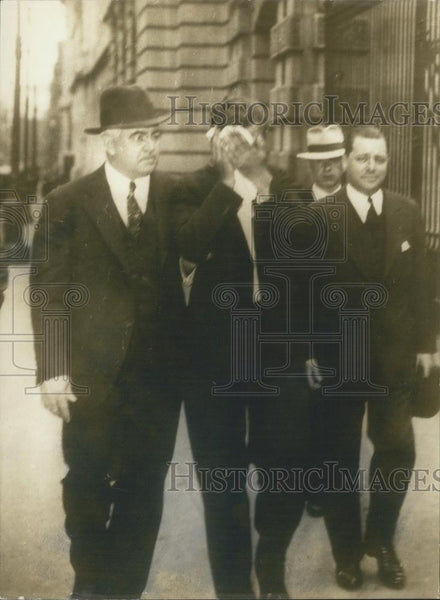 1932 Press Photo Frank Parzvch with Police Confessed to Kidnapping Lindberg Baby - Historic Images