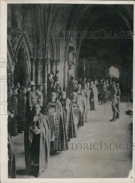 1937 Press Photo Regalia Carried in Procession to the Coronation Ceremony - Historic Images