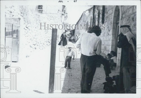 1967 Press Photo Jerusalem in the after math of the war, Old City near VIA Doror - Historic Images
