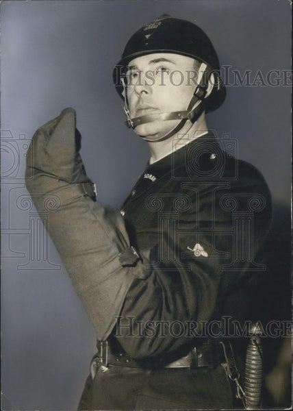 Press Photo New Plastic Headpiece For Paris Police - Historic Images