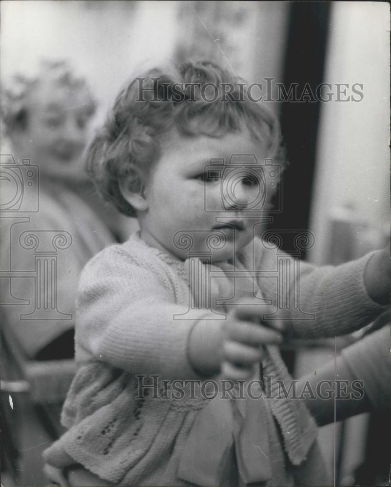 Press Photo Baby Heather Get Perm At Westlea New Seaham Salon