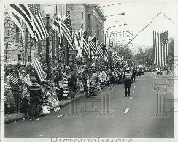1931 Press Photo Crowds greet hostages in Washington: Washingtonians line the st - Historic Images
