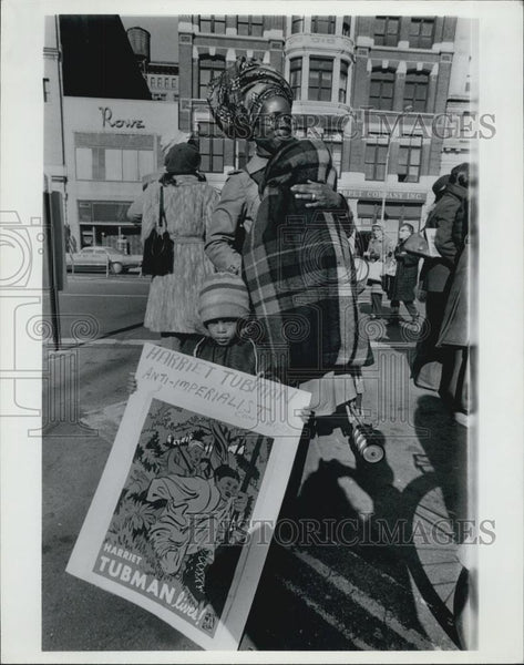 Press Photo Anti-Imperialist Portest - Historic Images