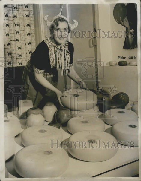 Press Photo Ideal Home Exhibition Ann Tigwell & Dutch cheese - Historic Images