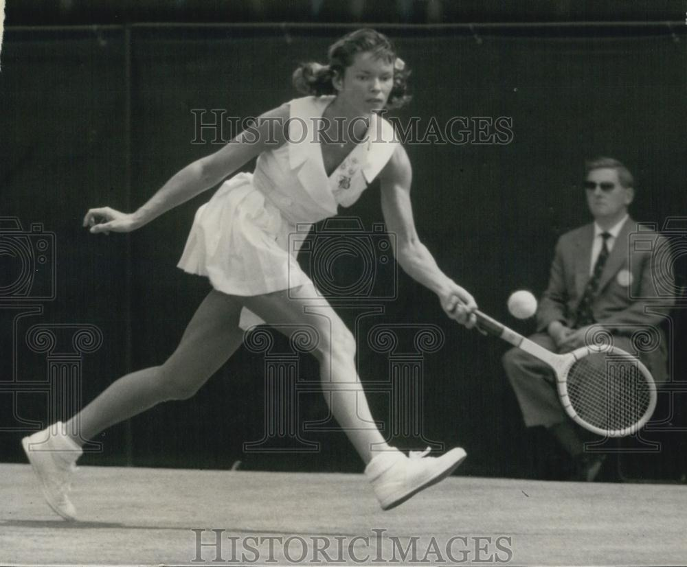 1959 Press Photo Mrs. J.G. Fleitz USA at Wimbledon Championships - Historic Images