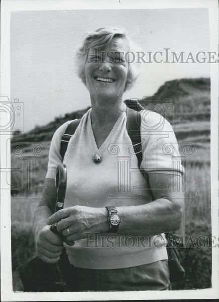 Press Photo Mrs. Dorothea Gravina sets out. - Historic Images