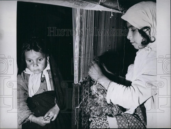 Press Photo Child Labor, Carpet Factory, Iran - Historic Images