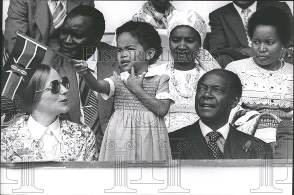 Press Photo Kenya's Attorney General Mr Charles Njonjo & wife and daughter - Historic Images