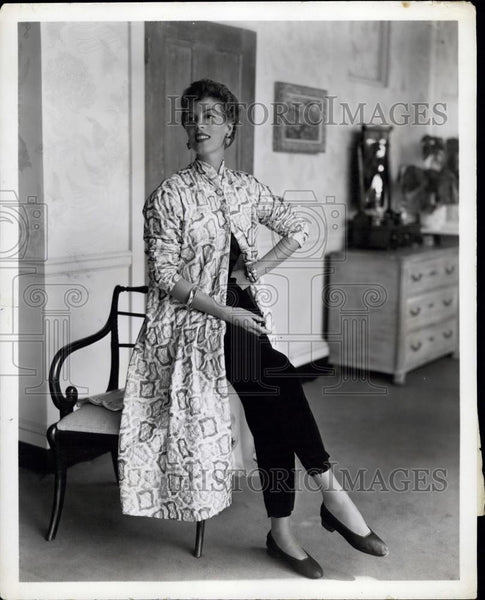 Press Photo Quilted Silk Print Brunch Coat - Historic Images