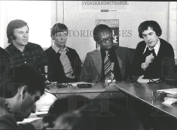 Press Photo Press Conference In Sweden With Freelancer Arthur Opot - Historic Images