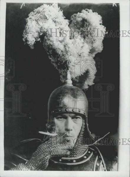 Press Photo King Arthur Laurence Harvey Actor - Historic Images
