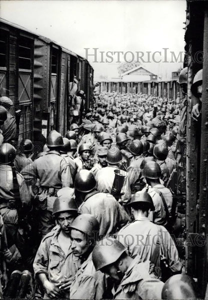 1962 Press Photo Algerian Troops at the Blida Train Station - Historic Images