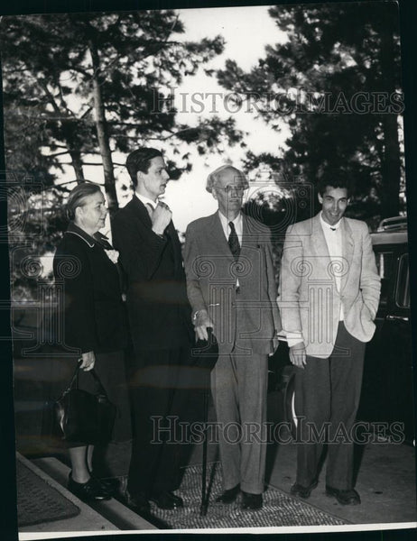 1953 Press Photo Professor Auguste Picard with wife, Mary, and Sons in Naples - Historic Images