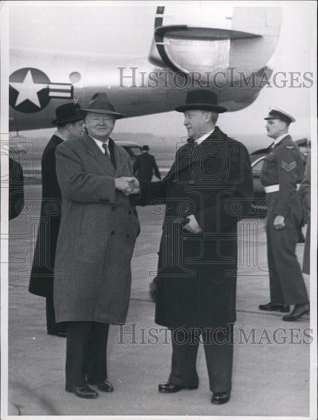 1954 Press Photo Herbert Hoover. Bonn Airport. German Chancellor Dr. Adenauer. - Historic Images