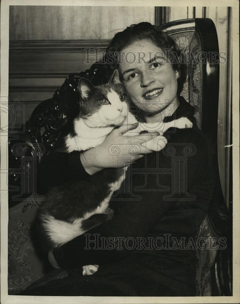 1932 Press Photo Miss Rosamond Pierce With Cat - RSL49397 - Historic Images
