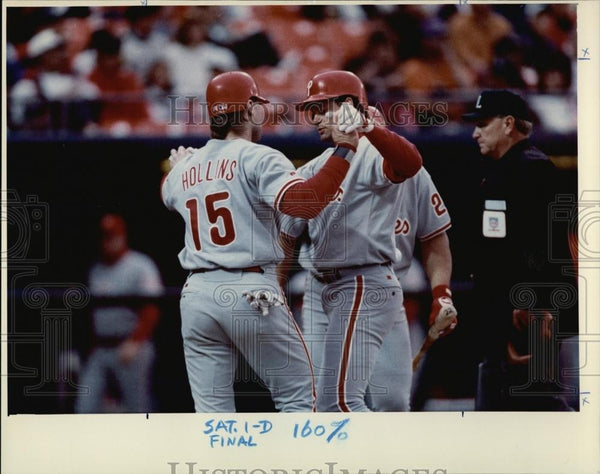 1993 Press Photo Phillies Players Darren Daulton & Dave Hollins After Home Run - Historic Images