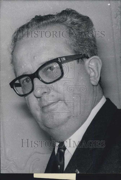 Press Photo Yvon Morandat in International Economy Conference - Historic Images