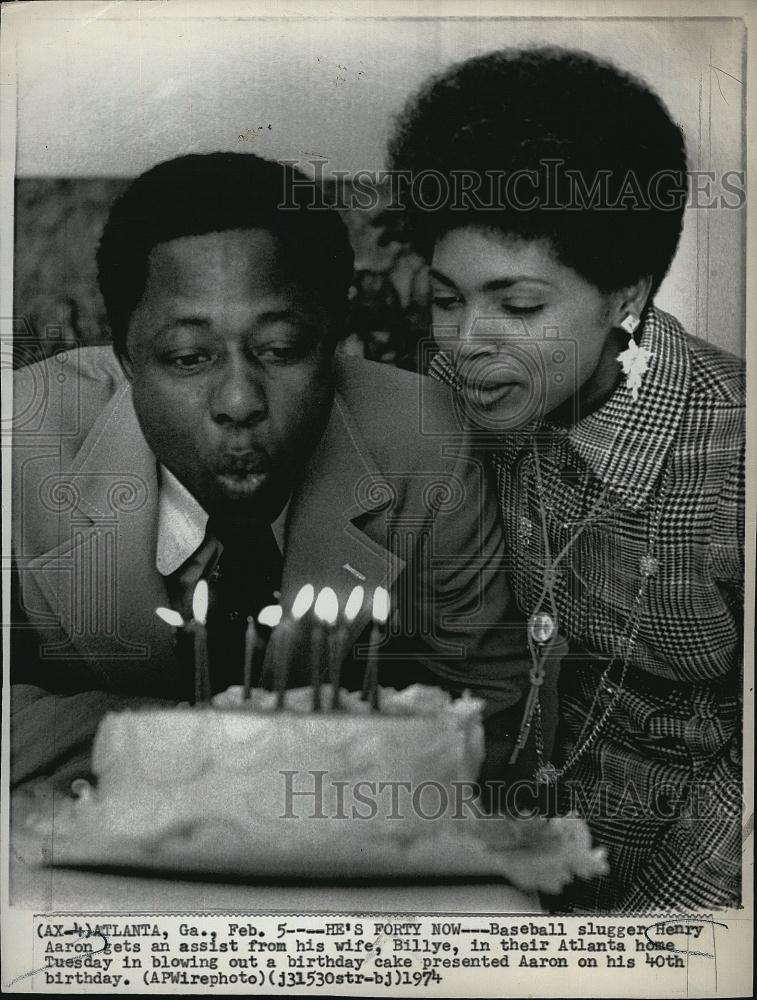 1974 Press Photo Braves Hank Aaron & Wife at Birthday - RSL76193 - Historic Images