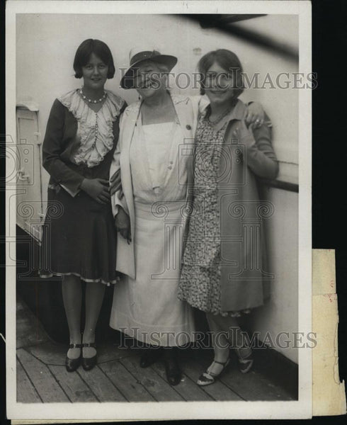 1929 Press Photo Mme Schumman-Heink & her granddaughters - RSL48325 - Historic Images