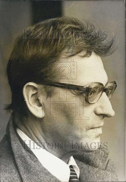 Press Photo Professor Francois Gros of Pasteur Institute in Paris - Historic Images