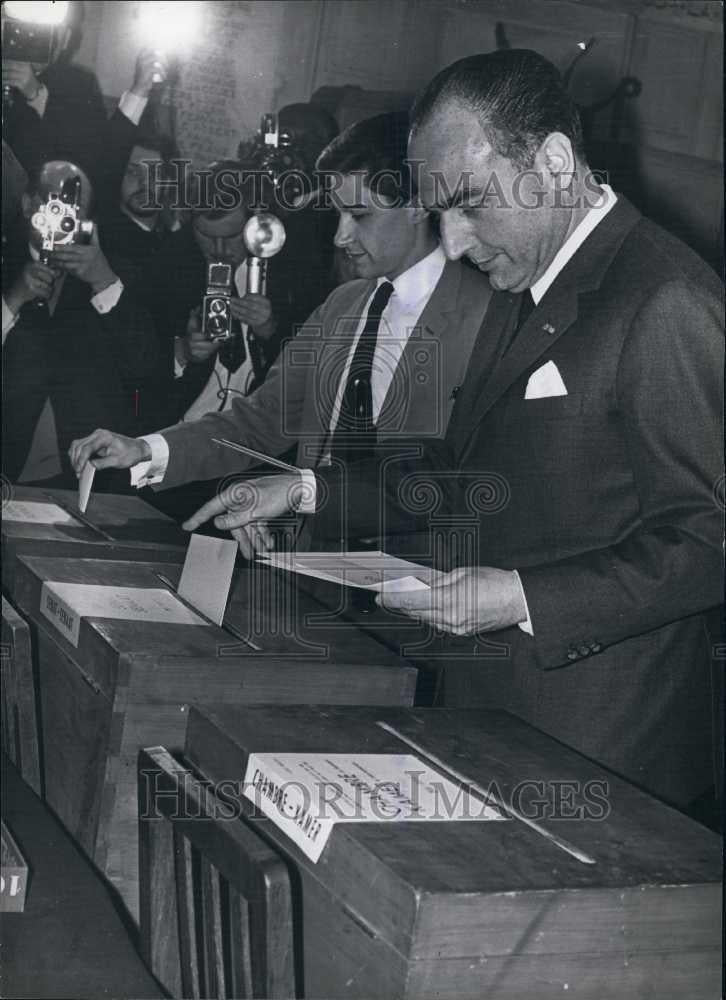 Press Photo Mr Van den Booynante at the elections in Belgium - Historic Images