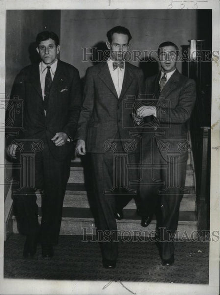 1931 Press Photo Phillip Knox Knapp With Court Attendants At Court House - Historic Images