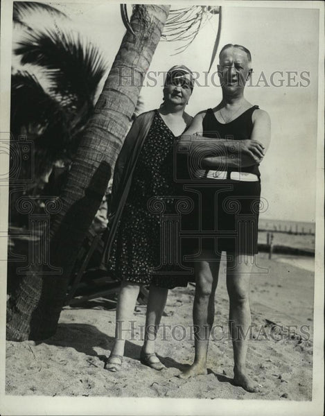 1930 Press Photo Former Governor Alfred Smith With Wife Florida Miami Beach - Historic Images