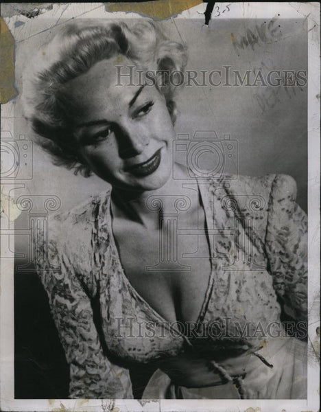 "1950 Press Photo Actress Anne Sterling ""Battle of the Plunging Necklines"" - Historic Images"