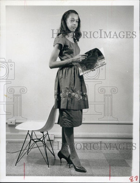 Press Photo Embroidered Tunic Dress Worn by Barbara Monroe - RSL63779 - Historic Images