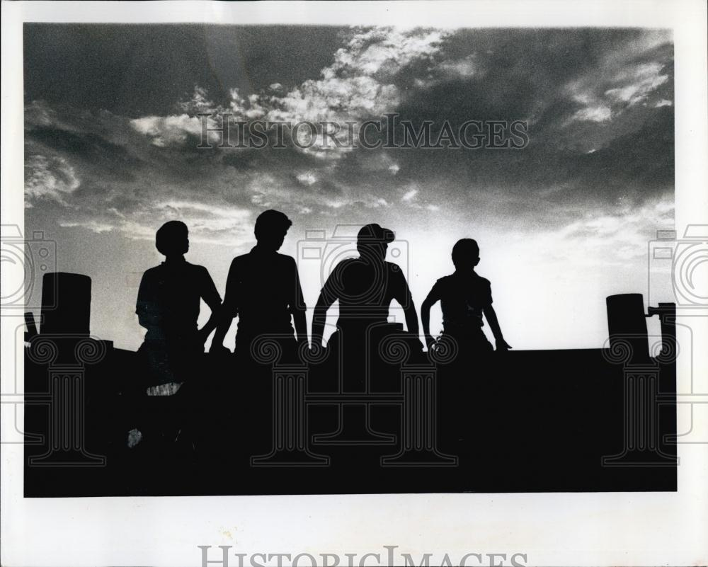 1970 Press Photo The James Henderson, Father And His Sons Work A Farm  Together