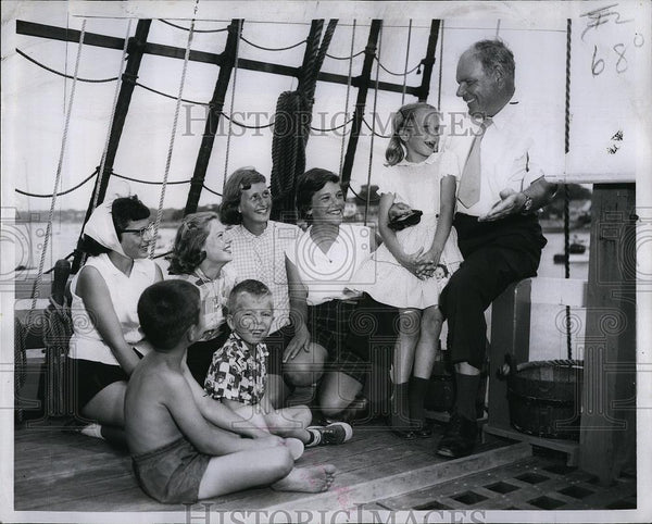 1957 Press Photo Children listen to CaptAlan Villiers on board the Mayflower II - Historic Images