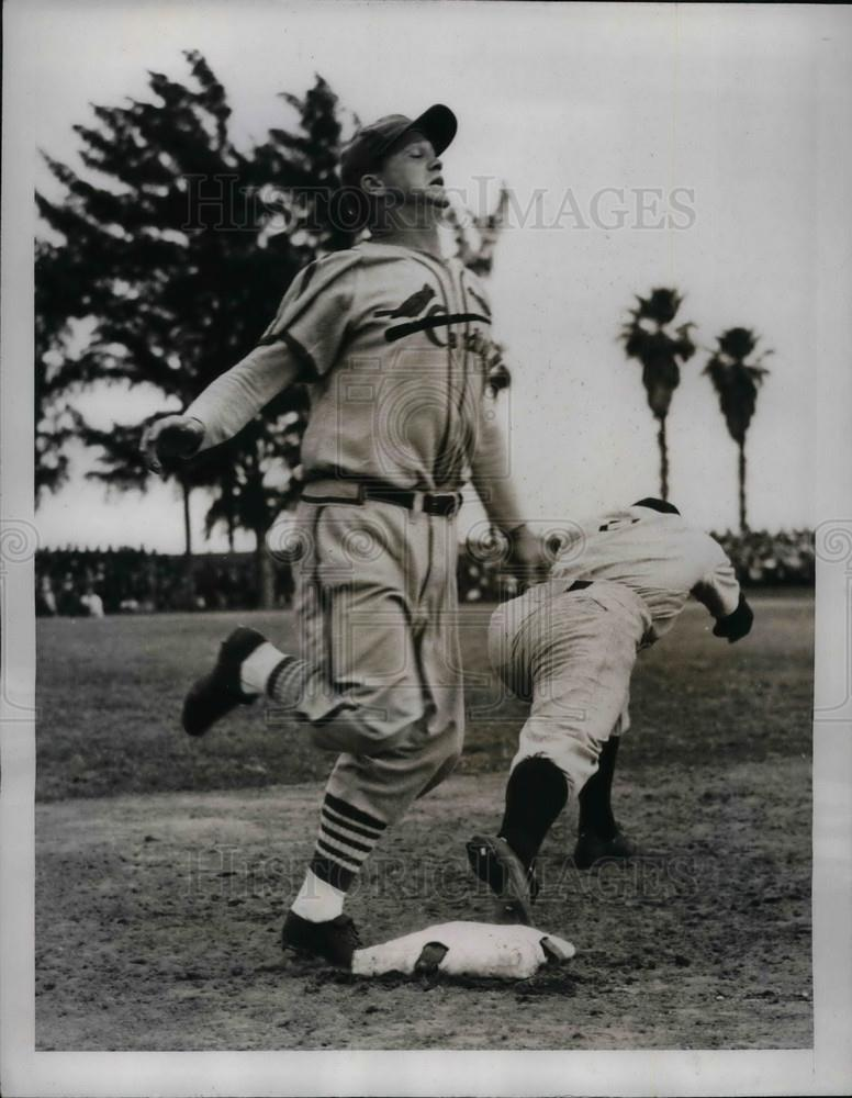 1941 Press Photo Joe Gordon of New York Yankees, Jimmy Brown of the Cardinals - Historic Images