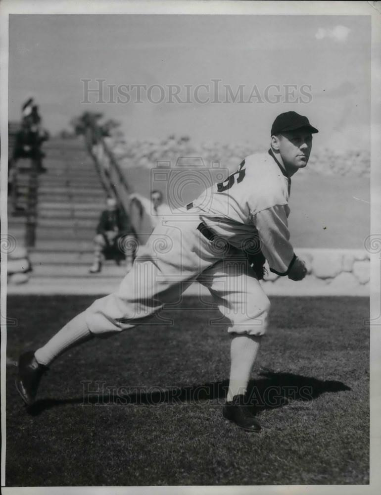 1934 Press Photo White Sox' Pitcher Phil Gallivan Warming Up - Historic Images