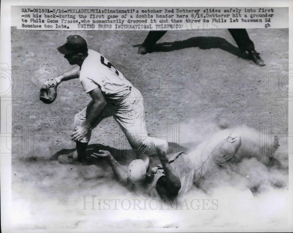 1959 Press Photo Red's Catcher Red Dotterer Slides To First Base - Historic Images