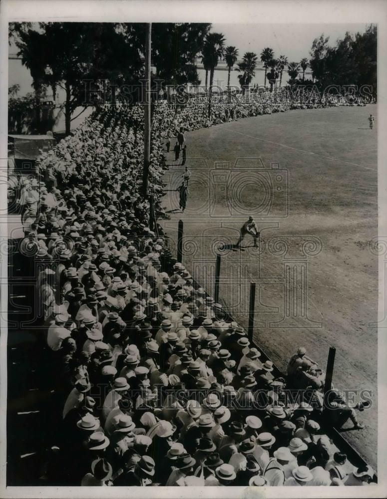 1939 Press Photo Crowd Watches Yankees First Exhibition Game Against Cardinals - Historic Images