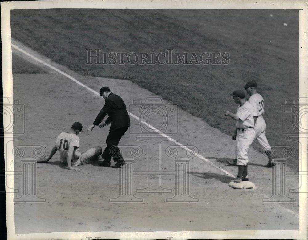 1941 Press Photo Frank McCormach Baseman Reds - nea06789 - Historic Images