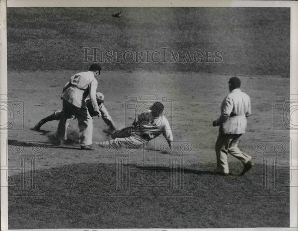 1935 Press Photo Gus Mancuso of Giants Safe at Second - nea06200 - Historic Images