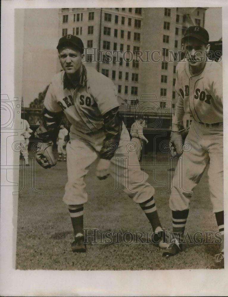1940 Press Photo Mickey Harris Pitcher Boston Red Sox MLB Baseball Player Team - Historic Images