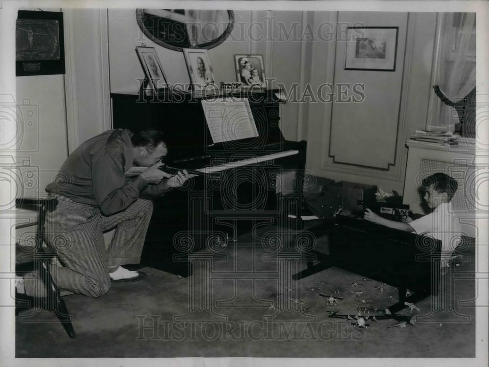 1937 Press Photo New York Yankees Tony Lazerri & Son David Playing - nea01977 - Historic Images
